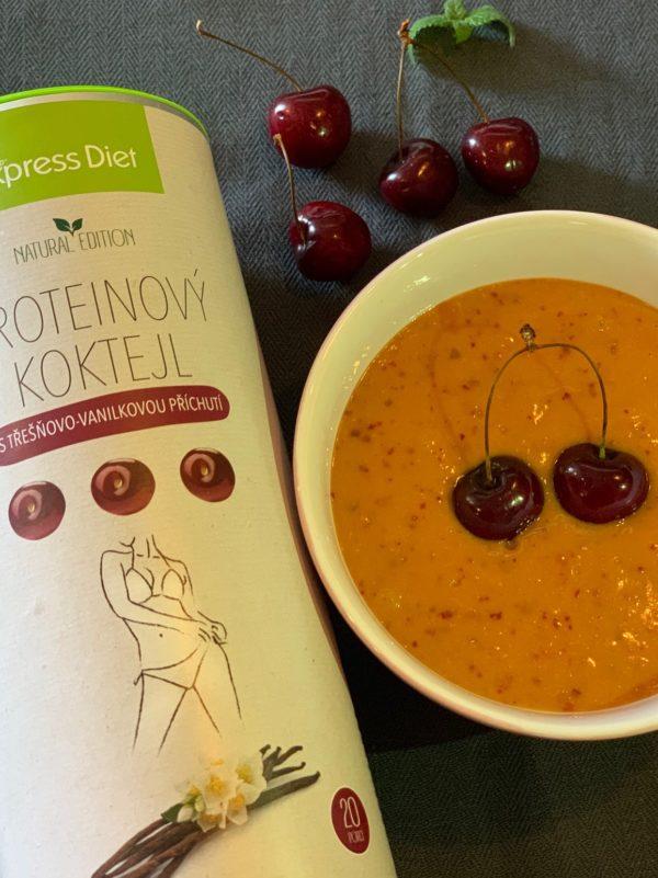 Proteinový vegan koktejl s třešňovo-vanilkovou příchutí.