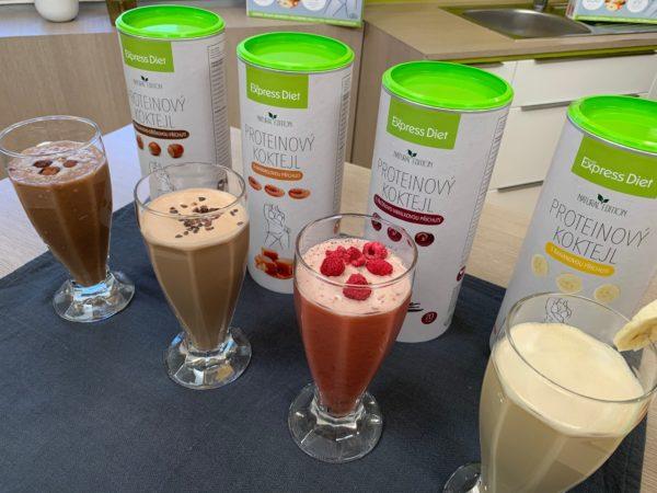Proteinové vegan koktejly Express Diet Natural edition bohaté na vitamíny a bílkoviny ve čtyřech příchutích.